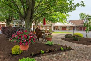 Dutch-Host-Inn-Courtyard
